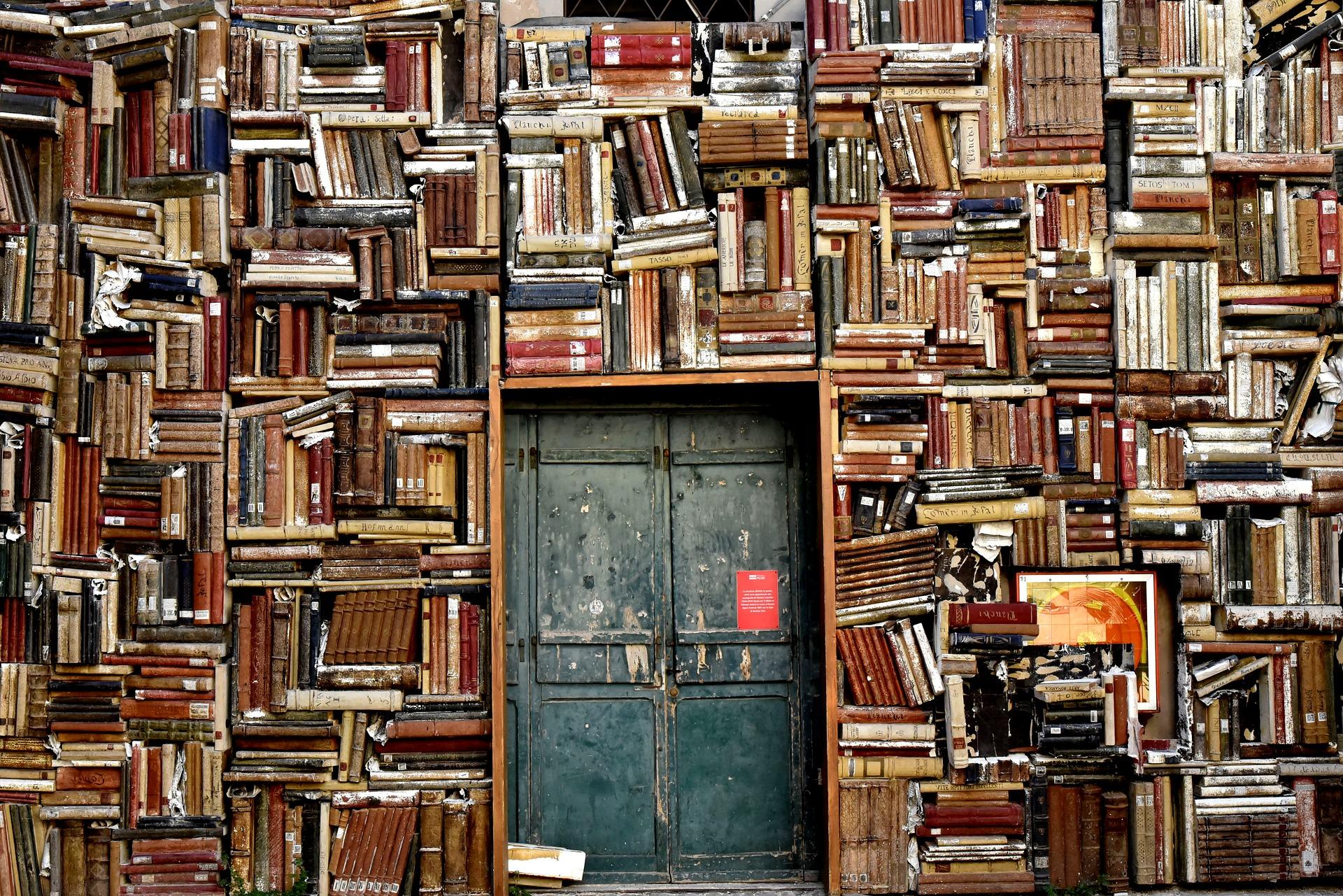 שבוע הספר – 8 ספרים שאתם חייבים לקרוא