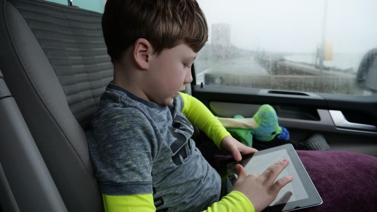 כיצד תמנעו מילדיכם חשיפה לתכנים מסוכנים ברשת?