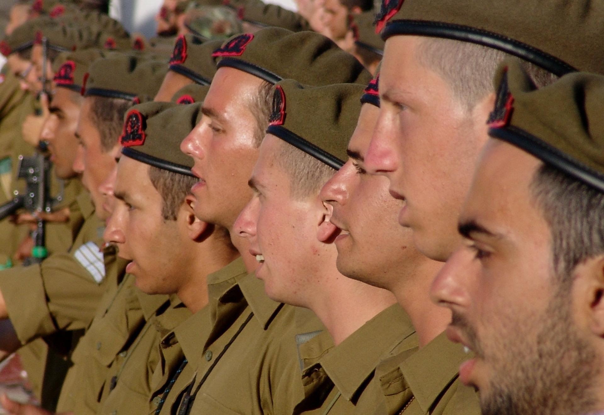 כיצד משפיע הצו הראשון על השירות הצבאי?