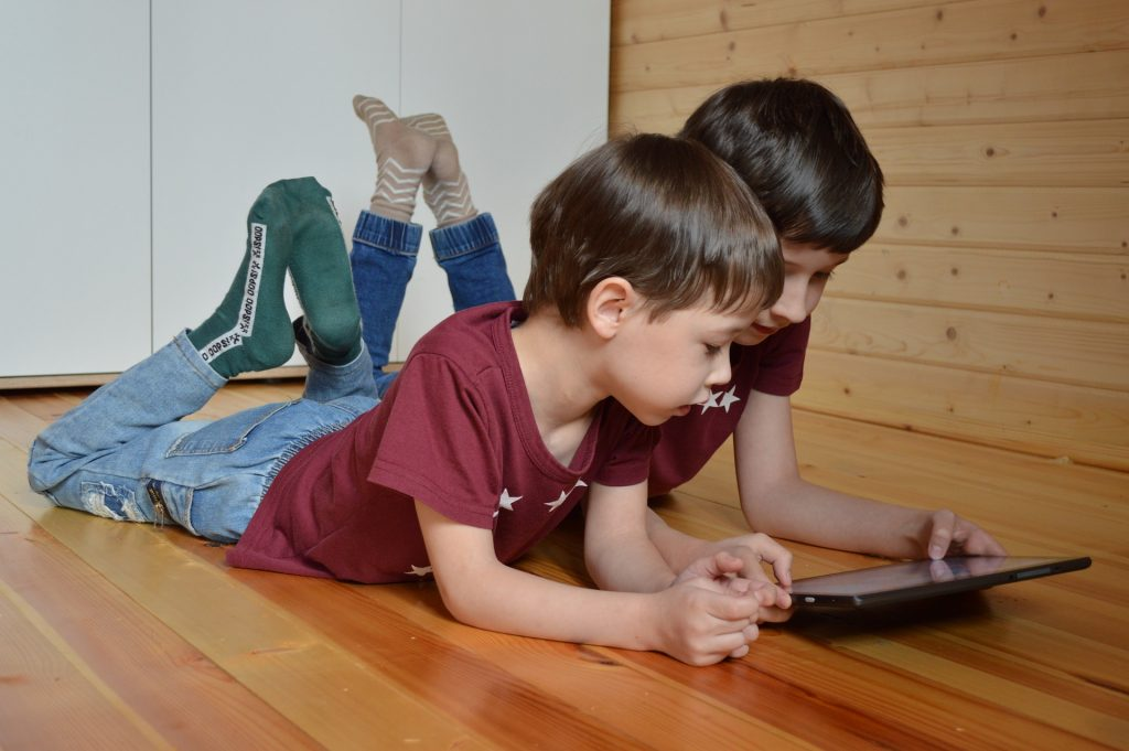איך תוכלו לבצע בקרת הורים על פעילות ילדכם באינטרנט