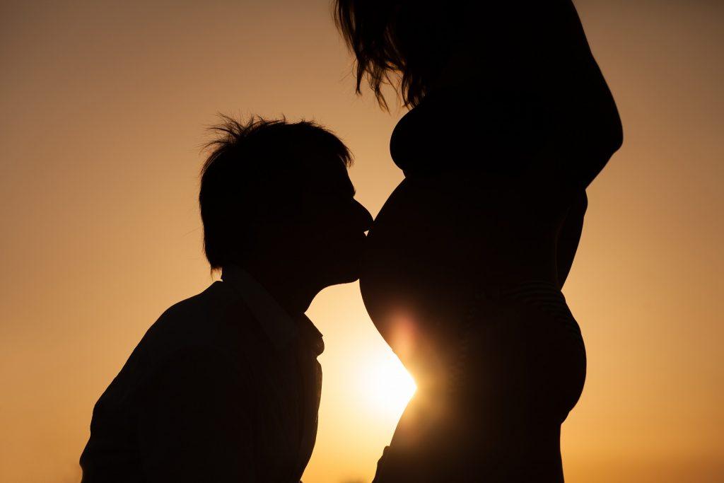 צילומי הריון עם בן הזוג- רעיונות יצירתיים לצילומים בלתי נשכחים